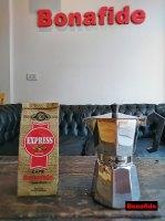 CAFETERA VOLTURNO BRILLOSA 6P + 250 GR DE CAFÉ TOSTADO marca Bonafide